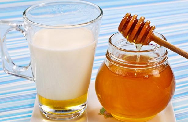 Мед с молоком