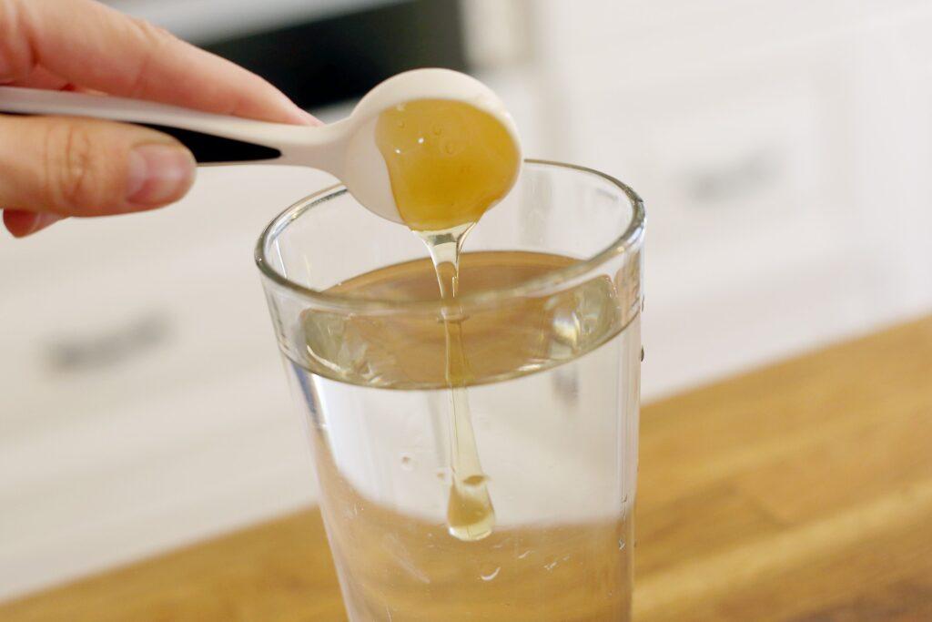 Стакан воды с медом